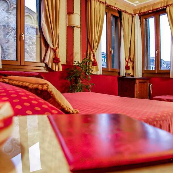 Morosini Room Ca' Morosini Inn B&B in the Center of Venice
